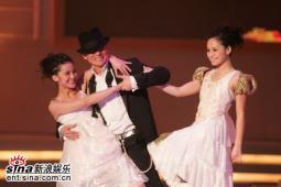 组图:刘德华余兴未了再与Twins热舞欢乐夜晚