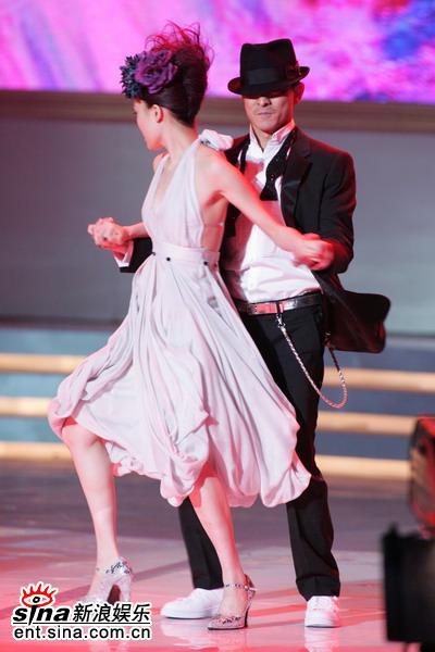 图文:容祖儿刘德华大跳贴身舞--炫丽舞姿