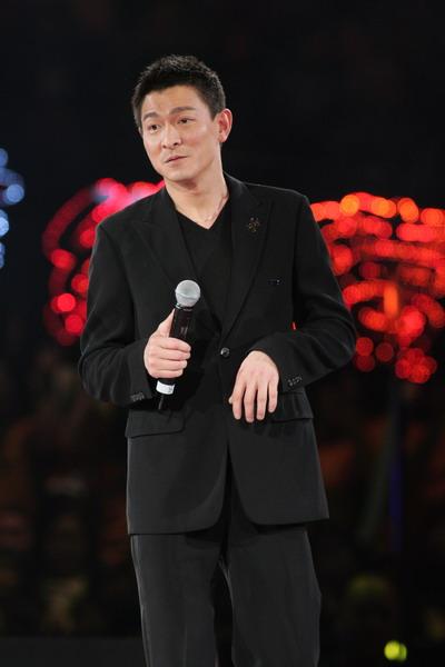 图文:刘德华收获颇丰感激献歌数首