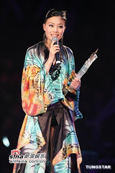 图文:容祖儿演唱《明日恩典》
