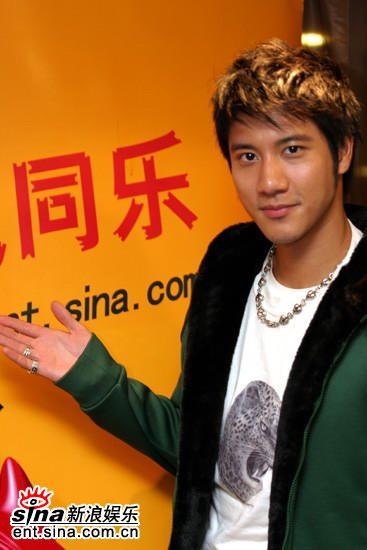 图文:王力宏做客新浪聊《盖世英雄》-祝你快乐