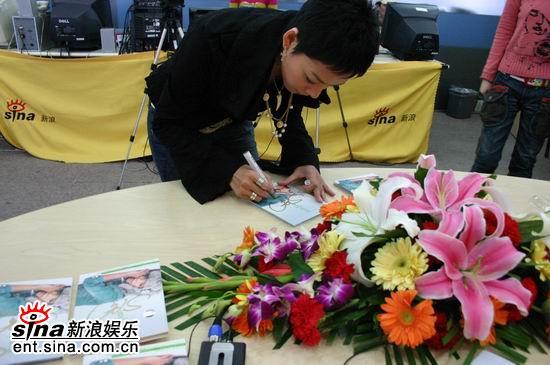 图文:张惠春新浪聊新专辑--签名