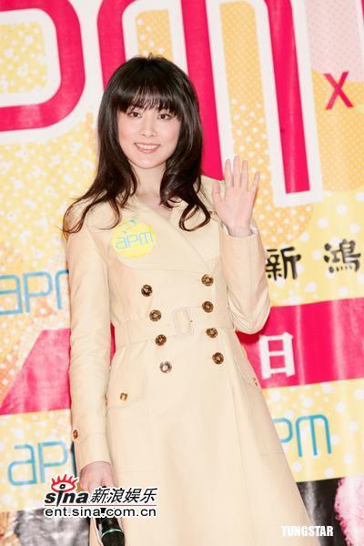组图:陈慧琳举办DVD签唱会现场教歌迷讲英语