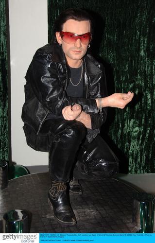 组图:U2主唱波诺蜡像揭幕戴太阳镜栩栩如生