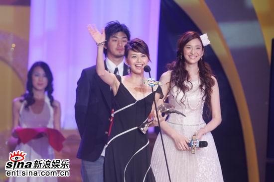 图文:孙燕姿获得港台地区最受欢迎女歌手奖