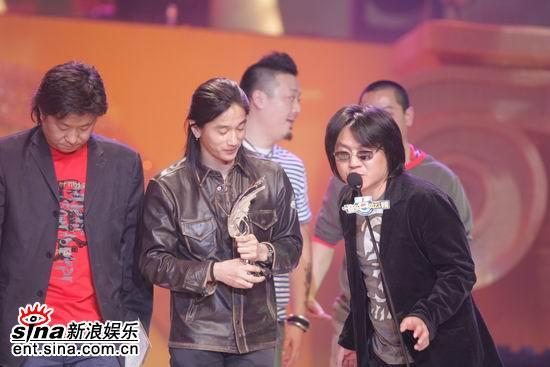 图文:群星《礼物》获得最佳摇滚歌曲奖
