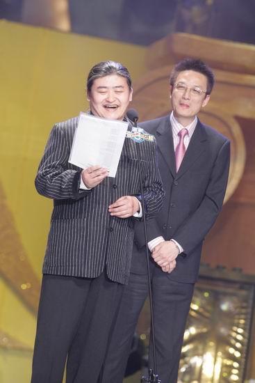 """图文:刘欢一整张纸的致辞太夸张""""吓坏""""嘉宾"""