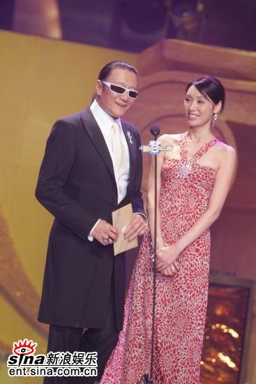 图文:郭可盈与谢贤担任颁奖嘉宾