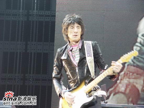 图文:滚石乐队上海激情开唱--吉他手RonWood
