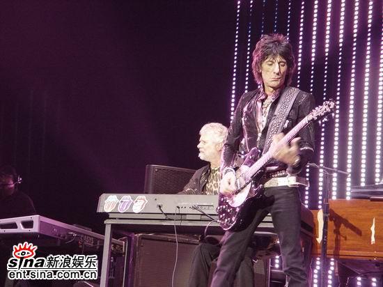 图文:滚石乐队上海激情开唱--现场表演