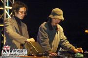组图:2006迷笛音乐节第二天乐迷享受摇滚激情