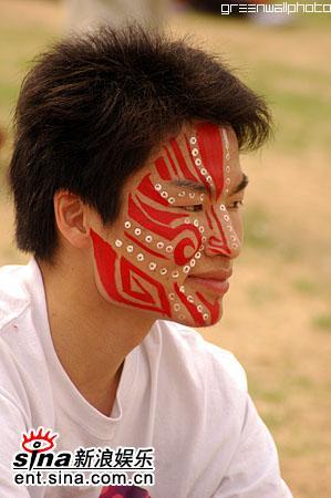 图文:2006迷笛音乐节第三天-观众脸上彩绘