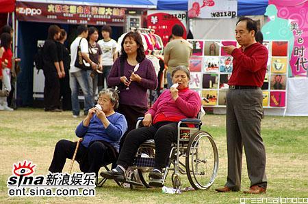 图文:2006迷笛音乐节第三天-老人也来看迷笛