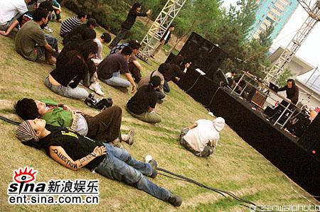 图文:2006迷笛音乐节第三天-实验小舞台观众