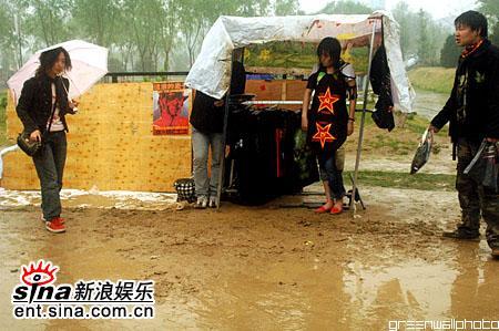 图文:2006迷笛音乐节第四天-雨中泥泞