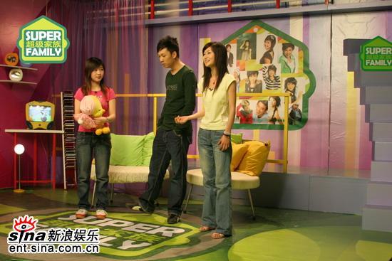 图文:长沙超女20强做客超级家族-张姗姗与党宁