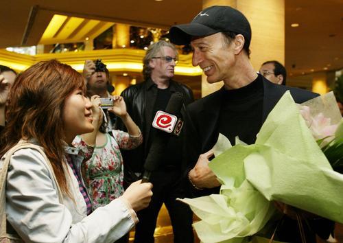 组图:BeeGees主唱抵沪今晚上海大舞台开唱