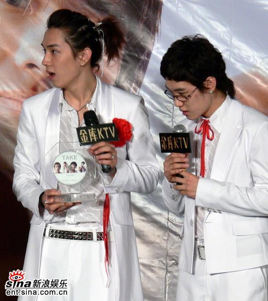 图文:韩国组合TAKE北京歌友会--意外收到礼物