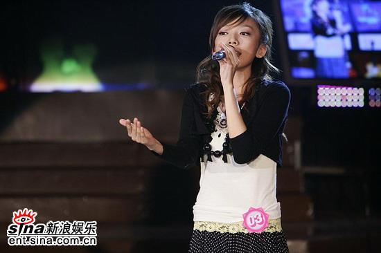 图文:2006超女长沙7强决出-张亚飞唱歌老练