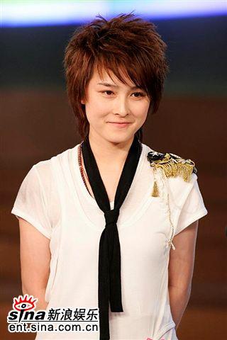 图文:2006超女长沙7强决出-厉娜若有所思