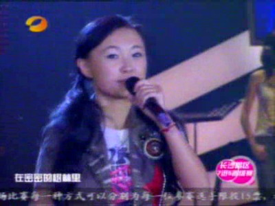 图文:超女长沙唱区7进5淘汰赛张美娜现场演唱