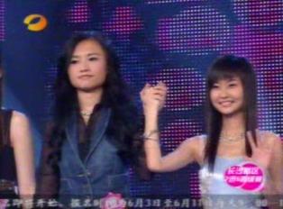 图文:超女长沙唱区7进5淘汰赛张美娜选党宁PK
