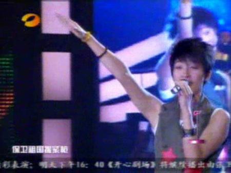 图文:超女长沙唱区7进5淘汰赛李薇薇帅气十足