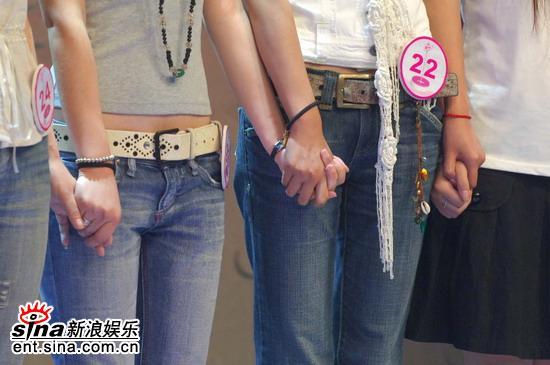 图文:超级女声杭州50进20--互相支持等待结果