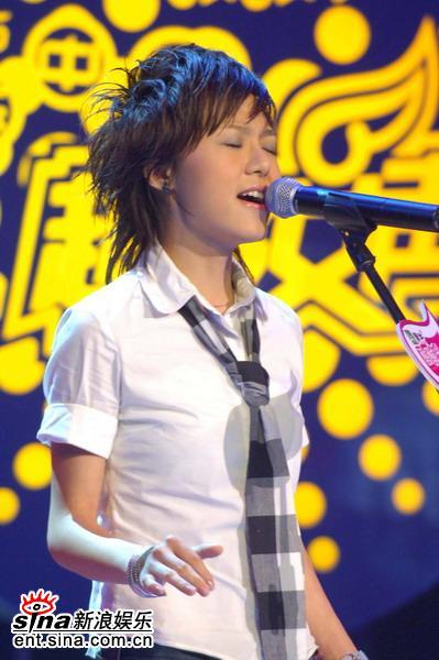 图文:超级女声杭州50进20--31号选手朱雅琼