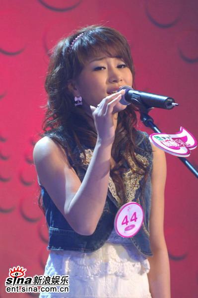 图文:超级女声杭州50进20--44号选手王晓光