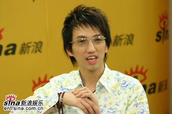 图文:林志炫做客新浪聊《出嫁》--喜欢质感