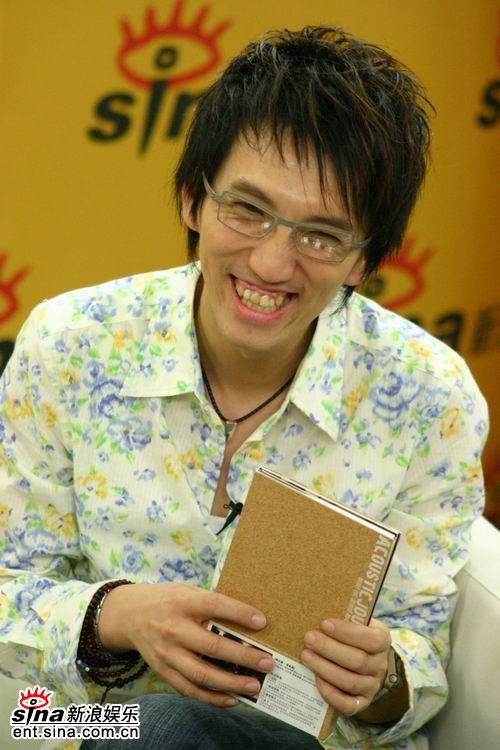 图文:林志炫做客新浪聊《出嫁》--有许多趣事