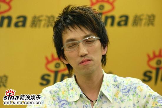 图文:林志炫做客新浪聊天-羡慕别人唱到50岁