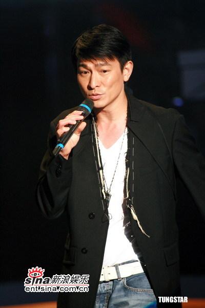 图文:《劲歌金曲》录影--刘德华
