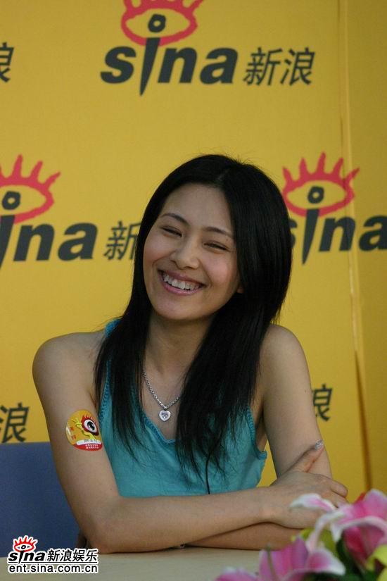 图文:歌手李慧珍做客新浪--对过去珍惜加感恩