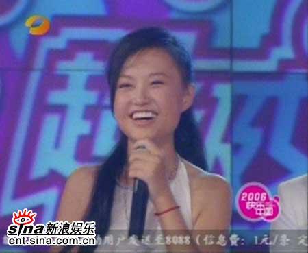 图文:2006超级女声长沙决赛-张美娜倾情演唱