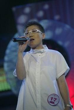 图文:杭州20进10-林燕演唱《朋友》