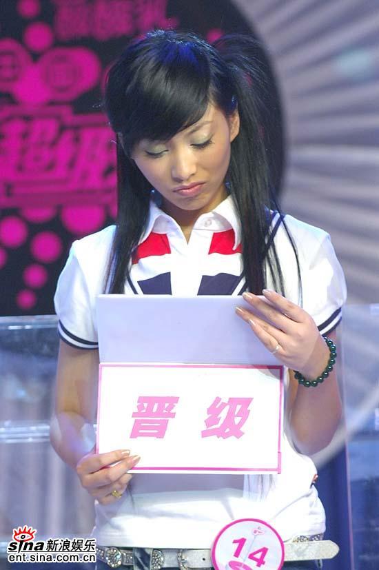 图文:超女杭州20进10--董玟莹晋级