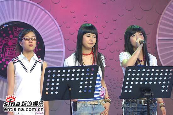 图文:超女杭州20进10--银镯子与马慧婕