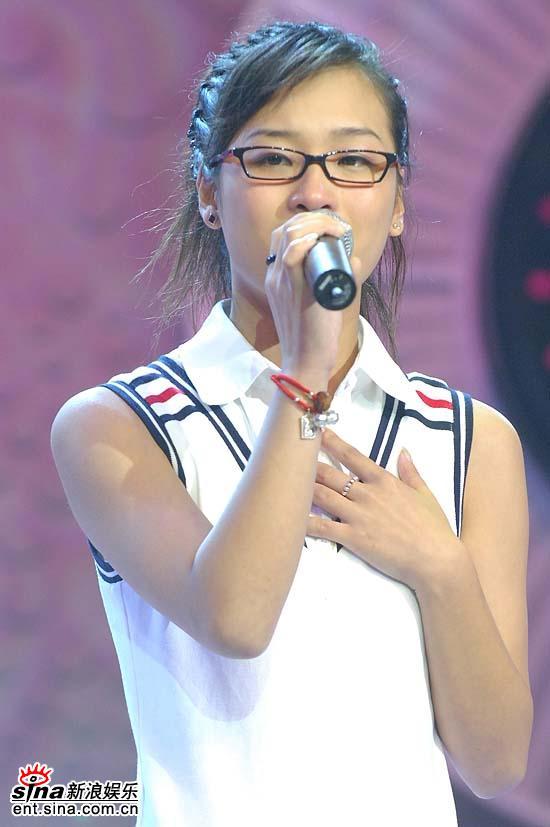 图文:超女杭州20进10--马慧婕演唱