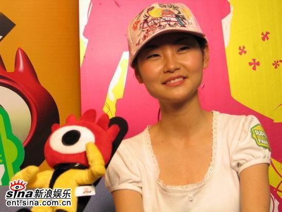 图文:长沙超女党宁做客新浪-微笑面对结果
