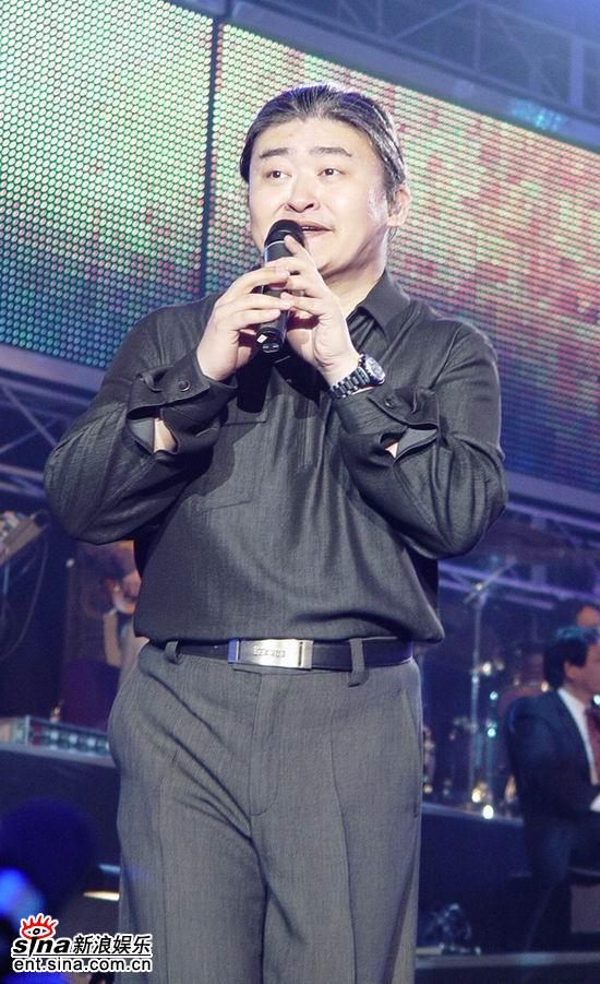 """图文:刘欢上海演唱会举行-""""听我说"""""""