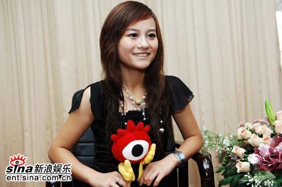 图文:超女杭州唱区7强做客新浪聊天-张焱