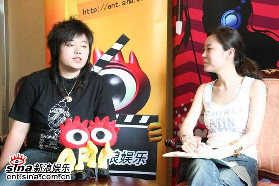 超级女声成都20强选手做客新浪聊天-刘悦(组图)