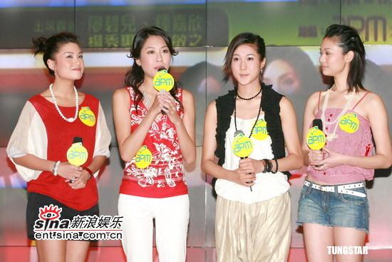 图文:《金牌女儿红签唱会》--四人同台演唱