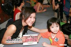 组图:钟嘉欣陈敏之杨秀惠廖碧儿出席签唱会
