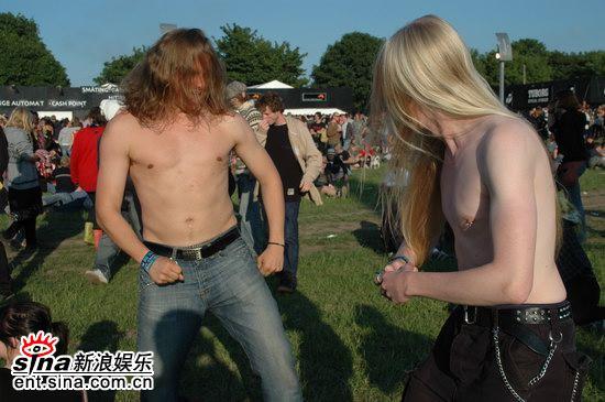 图文:丹麦ROSKILDE音乐节第一天-两个金属死范