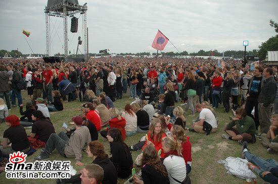 图文:丹麦ROSKILDE音乐节第一天-人山人海