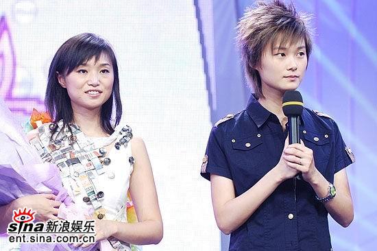图文:超女成都5进3--彭春霞与李宇春