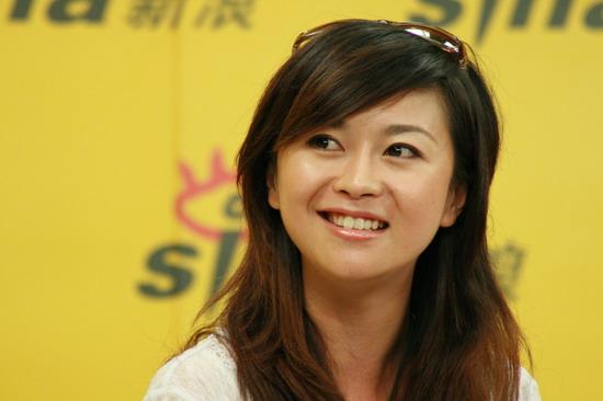 图文:超女长沙10强聊音乐与足球--杨丹